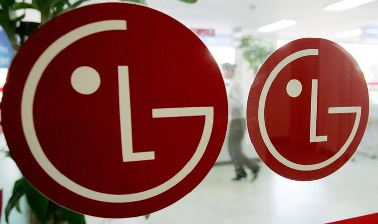First video showing the LG Wing's twisting display mechanism leaks